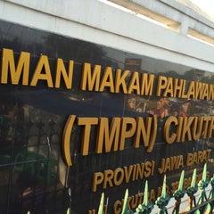 Photo taken at Taman Makam Pahlawan Nasional (TMPN) Cikutra by Andri R. on 7/18/2015