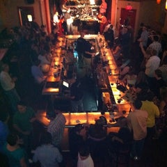Photo taken at Charlie Murdochs Dueling Piano Rock Show by Travis B. on 5/28/2011