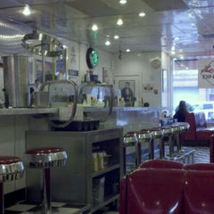 Photo taken at Lori's Diner by wheat knee on 2/1/2011