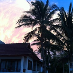 Photo taken at Maenamburi Resort by Kris P. on 6/13/2012