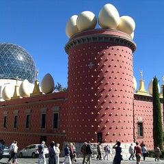 Photo taken at Teatre-Museu Salvador Dalí by Vsevolod B. on 9/13/2012