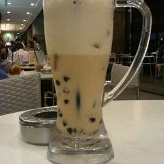 Photo taken at Hong Kong Kim Gary Restaurant 香港金加利茶餐厅 by Timothy C. on 10/10/2011