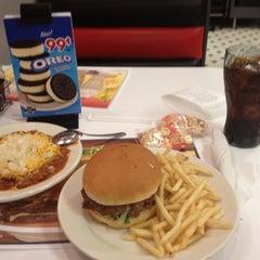 Photo taken at Steak 'n Shake by Michael S. on 7/29/2012