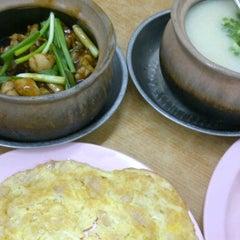 Photo taken at Restoran DST 大樹頭砂煲活田雞 by catherine t. on 10/11/2011