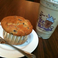 Photo taken at The Coffee Bean & Tea Leaf by cosette c. on 6/21/2011