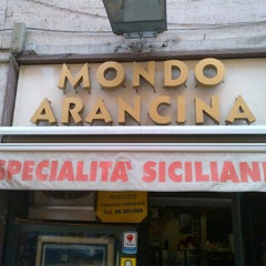 Photo taken at Mondo Arancina by Beppe D. on 3/31/2012