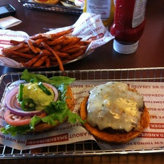 Photo taken at Smashburger by Julia M. on 4/14/2012