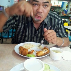 Photo taken at KFC by Ridhuan W. on 6/28/2012