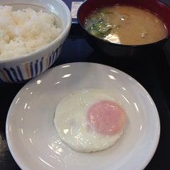 Photo taken at なか卯 なんさん通店 by Kazuto T. on 4/14/2014