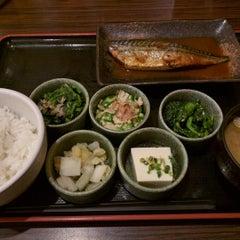 Photo taken at 焼魚食堂 魚角 学芸大学店 by shusaku y. on 4/29/2016