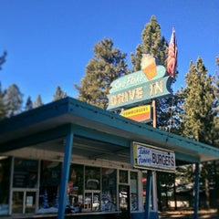 Photo taken at Sno-Flake Drive-In by Joanna V. on 11/25/2013