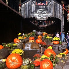 Photo taken at Ole Smoky Moonshine Distillery by Stephen S. on 10/13/2012