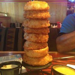 Photo taken at Red Robin Gourmet Burgers by Adriana C. on 8/21/2013