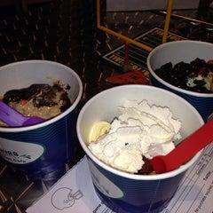 Photo taken at Tasty Waves Frozen Yogurt Cafe by Herb A. on 1/29/2014