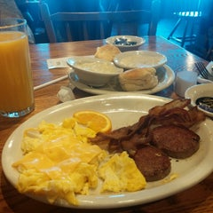 Photo taken at Cracker Barrel Old Country Store by Alex R. on 4/1/2015