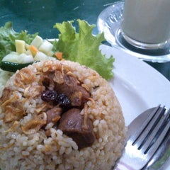 Photo taken at Rumah Makan Mesir by Hilyah Qurratu A. on 3/16/2014
