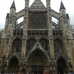 Photo taken at Westminster Abbey by Emily L. on 7/25/2013
