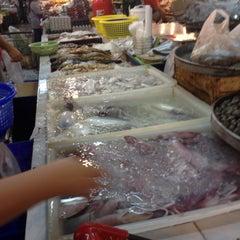 Photo taken at ตลาดแฮ๊ปปี้แลนด์ (Happyland Market) by Ja⛵ k. on 6/28/2015