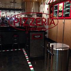 Photo taken at Pizzaria Francesco's by Julio O. on 3/11/2014