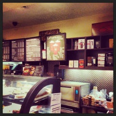 Photo taken at Starbucks by sri r. on 11/4/2013
