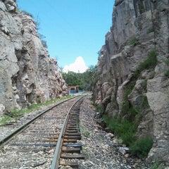 Photo taken at Ferrocarril Chihuahua Pacífico (Chepe) Estación Divisadero by Karoline on 8/6/2015
