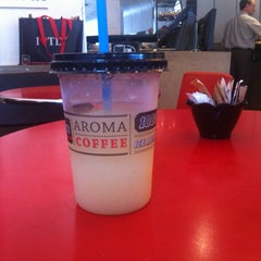 Photo taken at Aroma (ארומה) by Dmitry R. on 8/25/2014