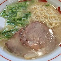 Photo taken at 博多長浜屋台 やまちゃん 銀座店 by Yoshio Y. on 4/28/2015