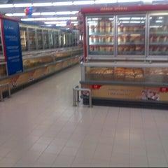 Photo taken at Carrefour by Zainuddin F. on 10/18/2012