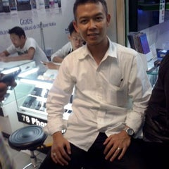 Photo taken at Apple Store BEC™ by asep y. on 9/11/2013