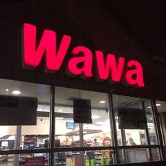 Photo taken at Wawa Food Market #119 by Brett K. on 12/3/2013