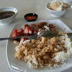 Photo taken at 金龙餐厅 Restaurant Kim Leong by kkchan on 8/7/2013