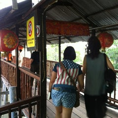 Photo taken at 港村海鲜楼 Port Village (Tanjung Harapan) by Jason T. on 8/10/2013