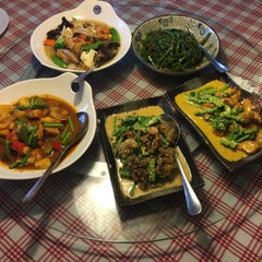 Photo taken at Organic Express - Meat Free Dining Experience - TCH by Zi C. on 7/12/2015