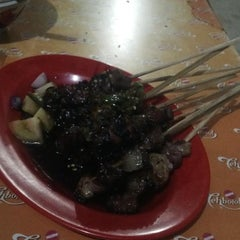 Photo taken at Sate Tegal Barokah by Fitria A. on 9/3/2013