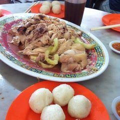 Photo taken at Famosa Chicken Rice Ball (古城鸡饭粒) by NonoZz H. on 1/28/2013
