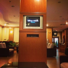 Photo taken at Malaysia Airlines Golden Lounge by Ismail S. on 10/30/2013