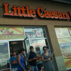 Photo taken at Little Caesar's Pizza by Betsy Leticia T. on 9/1/2013