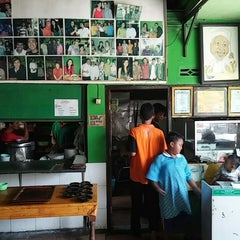 Photo taken at Bebek Goreng Haji Slamet by Dodi D. on 12/1/2013