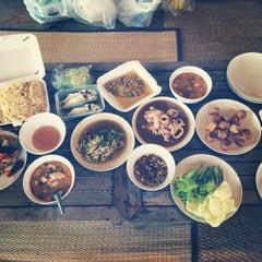Photo taken at ณ ปลายโพงพาง @ อัมพวา by Pattima P. on 9/9/2014