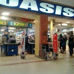 Photo taken at Oasis Mall by Enrique K. on 8/27/2013