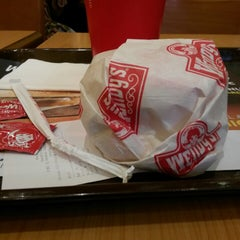 Photo taken at Wendy's by Patricia Veroniqa S. on 5/2/2014