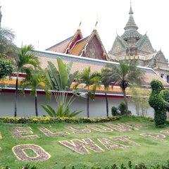 Photo taken at วัดพระเชตุพนวิมลมังคลารามฯ (Wat Pho) by Prasert T. on 4/15/2013