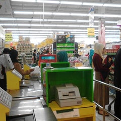 Photo taken at Giant Hypermart by Ronie S. on 1/18/2014