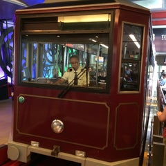 Photo taken at Peak Tram Upper Terminus 山頂纜車凌霄閣總站 by Akmaeva Olga on 10/12/2015