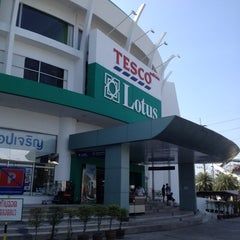 Photo taken at Tesco Lotus (เทสโก้ โลตัส) by Denny on 2/8/2014