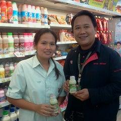 Photo taken at 7-Eleven (เซเว่น อีเลฟเว่น) by Namphung C. on 9/26/2013