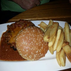 Photo taken at Red Robin Gourmet Burgers by Susan M. on 2/18/2013