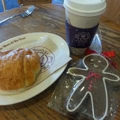 Photo taken at The Coffee Bean & Tea Leaf® by Debora C. on 11/24/2013