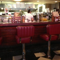 Photo taken at Du-par's Restaurant & Bakery by Rachel P. on 11/26/2012