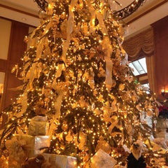 Photo taken at Inn On Biltmore Estate by Amy Noelle W. on 12/11/2012